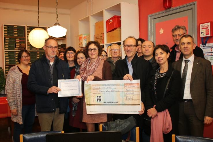 Overhandiging cheques sponsors Camerata Ostendia
